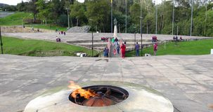 Monumento del monumento de guerra de Colombia Tunja de la llama ardiendo del conflicto de Boyaca almacen de video