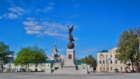 Monumento del hyperlapse del timelapse de la independencia Járkov, Ucrania almacen de video