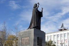Monumento del Innocent del santo de Alaska en Magadan, Extremo Oriente Imagenes de archivo