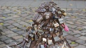 Monumento del metallo con gli armadi degli amanti Fotografia Stock Libera da Diritti