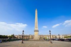 Monumento del obelisco con perspectiva amplia fotografía de archivo