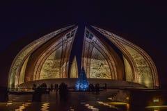 Monumento del Pakistan alla notte Immagine Stock