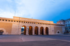Monumento del portone di Auseres Burgtor alla notte Fotografia Stock Libera da Diritti