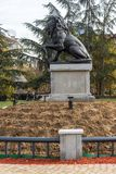 Monumento del primer y sexto regimiento de infantería en parque delante del palacio nacional de la cultura Fotografía de archivo libre de regalías