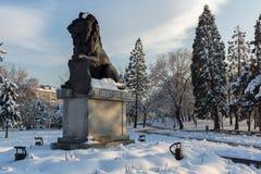 Monumento del primer y sexto regimiento de infantería en parque delante del palacio nacional de la cultura Fotos de archivo libres de regalías
