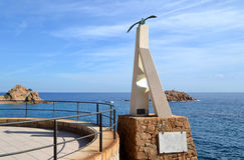 Monumento del Sa Gavina en Tossa de Mar, España Foto de archivo