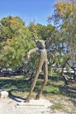 Monumento del toro de Camargue cerca de la entrada al parque foto de archivo libre de regalías