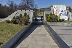 Monumento del trabajo de la explotación minera en la ciudad de Pernik, Bulgaria imagen de archivo
