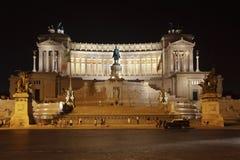 Monumento del vencedor Manuel II en la noche, Roma Fotografía de archivo
