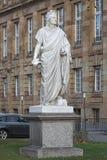 Monumento delante del teatro del estado de Stuttgart, Alemania de Schiller Fotografía de archivo libre de regalías