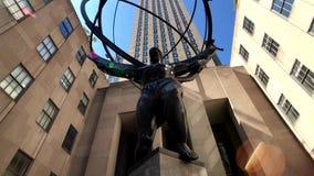 Monumento dell'atlante a tempo di giorno vicino al Rockefeller Center archivi video