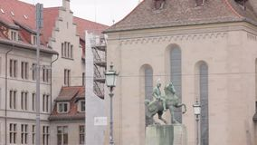 Monumento dell'uomo sul cavallo video d archivio