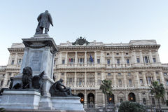 Monumento della giustizia Palace e di Cavour a Roma fotografia stock