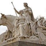monumento di albert nel kingdome di Londra Inghilterra e nella vecchia costruzione immagine stock libera da diritti