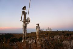 Monumento di Don Quijote sopra una collina fotografia stock