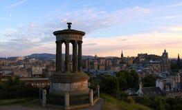Monumento di Dugald Stewart e orizzonte di Edinburgh Fotografia Stock Libera da Diritti
