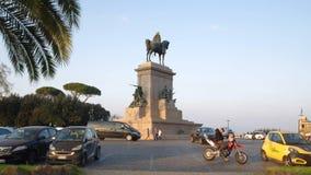 Monumento di Garibaldi sulla cima di Janiculum, Italia stock footage