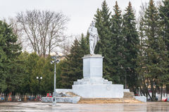 Monumento di Lenin sul quadrato sovietico in Ržev, Russia Immagine Stock