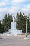 Monumento di Lenin sul quadrato sovietico in Ržev, Russia Fotografie Stock