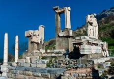 Monumento di Memmius alle rovine di Ephesus in Turchia Fotografia Stock Libera da Diritti