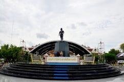 Monumento di Phraya Phichai Dap Hak (Phraya Phichai della spada rotta) Immagini Stock