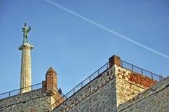 Paesaggio con il monumento alla vecchia fortezza Immagine Stock