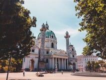 Monumento di Vienna - Karlskirche immagini stock