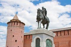 Monumento a Dmitry Don en la pared del Kremlin, ciudad Kolomna Fotografía de archivo libre de regalías