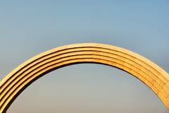 Monumento do arco dourado foto de stock royalty free
