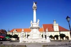 Monumento do século XVIII dedicado às vítimas do praga na parte velha Tvrdja na cidade Osijek na Croácia foto de stock