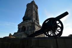 Monumento e cannone di Shipka Fotografia Stock