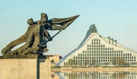 Monumento e la nuova biblioteca Fotografia Stock