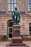 Monumento Eilhard Mitscherlich na universidade de Humboldt em Berlim Foto de Stock