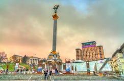 Monumento en el cuadrado de Maidan Nezalezhnosti, el cuadrado central de la independencia de Kiev, Ucrania imágenes de archivo libres de regalías