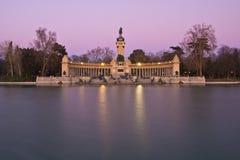 Monumento en el parque de la ciudad de Retiro, Madrid Imagen de archivo