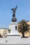 Monumento en honor de la independencia de Ucrania en el cuadrado de la constitución en Járkov, Ucrania Imagenes de archivo