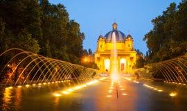 Monumento en los Caidos   i afton. Pamplona Arkivfoto