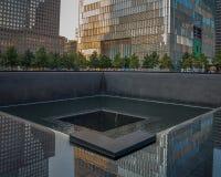 9-11 monumento en NYC - ExplorationVacation red Imágenes de archivo libres de regalías