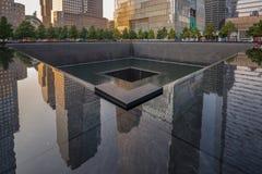 9-11 monumento en NYC - ExplorationVacation red Imagen de archivo