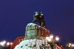 Monumento famoso a Bogdan Khmelnitsky en el cuadrado de Sofiyivska en Kiev imagen de archivo libre de regalías