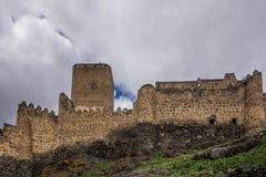 Monumento georgiano antiguo de las ruinas de la fortaleza de Khertvisi foto de archivo