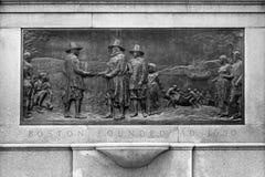Monumento histórico de la placa de la fundación de Boston imagen de archivo libre de regalías