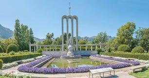 Monumento huguenote em Franschoek, África do Sul fotos de stock royalty free