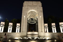 Monumento II de la guerra mundial en la noche Imagen de archivo libre de regalías