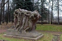 Monumento il funerale del capo Scultore Sergey Merkurov in Leninskiye Gorki immagini stock libere da diritti