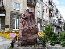 Monumento a Ilya Ilyich Mechnikov en Kharkov imagen de archivo