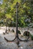 Monumento invecchiato delle ancore a Varna Fotografie Stock