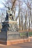 Monumento a Ivan Krylov no jardim do verão Fotos de Stock Royalty Free