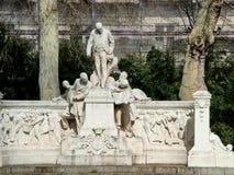 Monumento Jean-Charles Alphand na avenida Foch em Paris Foto de Stock