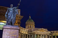 Monumento a Kutuzov na catedral de Kazan em St Petersburg, Ru fotografia de stock royalty free